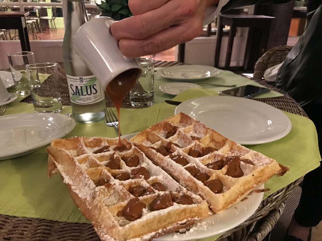 Waffle de doce de leite do L'auberge